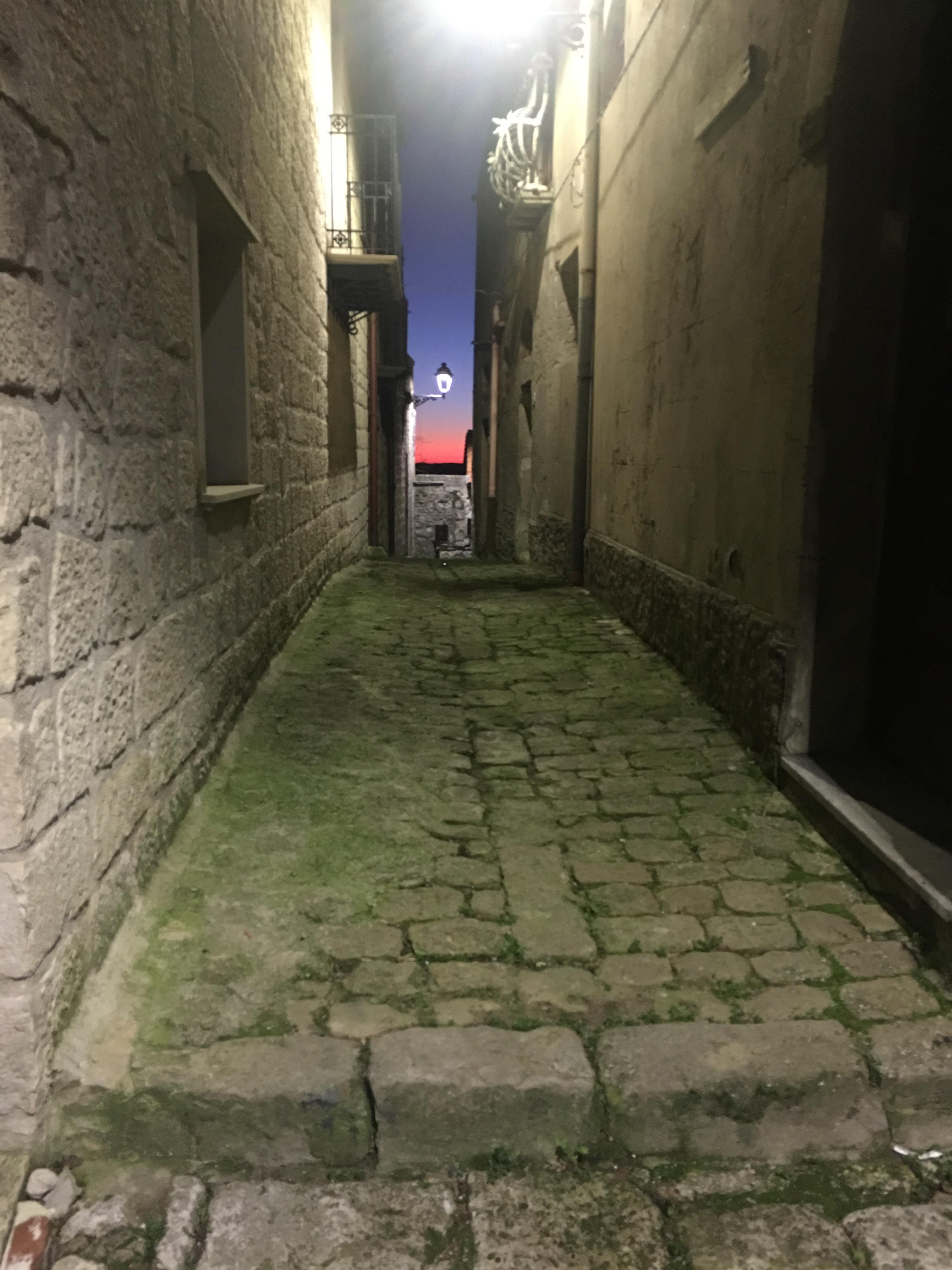 Vicolo e tramonto Petralia Soprana